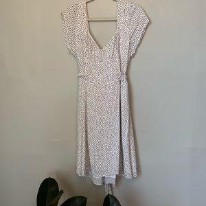 White pattern dress with tie waist